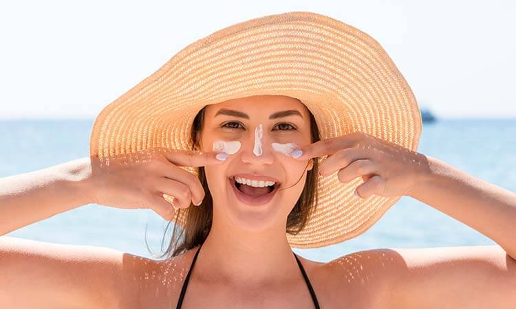 How To Spray Sunscreen On The Face- Best Tips